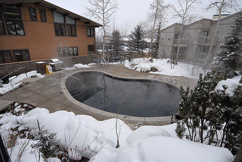 Aspenwood_07 pool.jpg