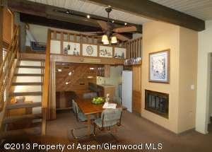 Aspenwood L9: Top Floor Studio with Loft