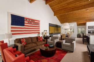 Country Club Townhome: Fabulous new listing
