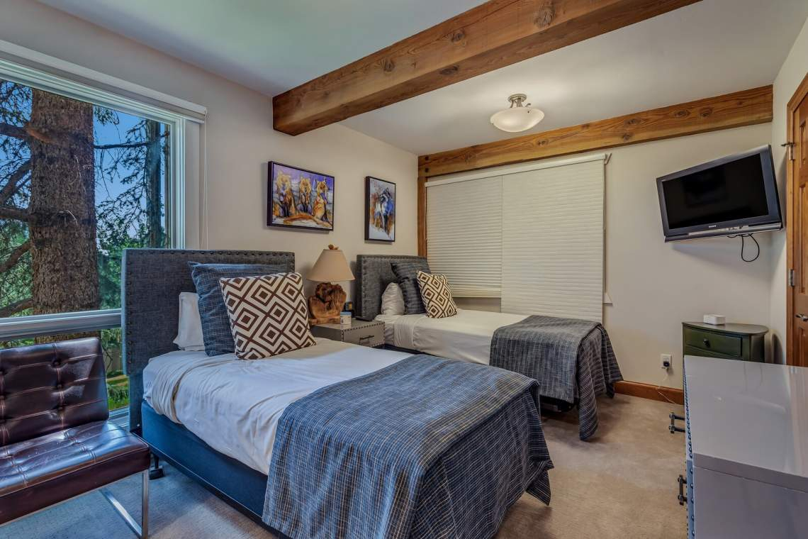 15_855_Carriage_Way015_mls