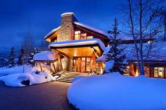 Luxury atop Faraway: Contemporary Modern Designed Home with great Ski Access